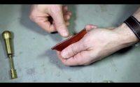 Cours pour apprendre à lisser la tranche d'un objet en cuir en maroquinerie