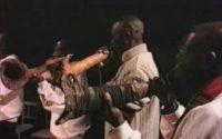 Cap. 4. Ango. Une leçon de musique africaine (estratto): orchestra di trombe (ango), 1997