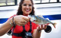 Elle nous donne une LEÇON de pêche ! (encore)