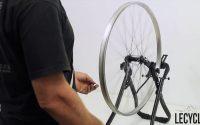 Tutoriel : changer un rayon vélo cassé