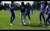 Quand Hazard donnait une leçon de jonglage à ces coéquipiers avec un ballon de football américain