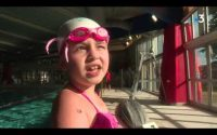 Apprendre les gestes indispensables pour éviter de se noyer. Cours de natation pour enfants à Denain