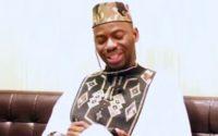 Un ivoirien donne une leçon de vie dans une très belle chanson (Zouglou)...Savourez seulement..